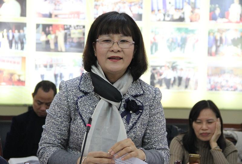TS. Nguyễn Thị Hà – Phó Trưởng Khoa Văn bản và Công nghệ hành chính trình bày tham luận
