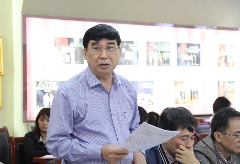 TS. Ngô Văn Trân - Phó Giám đốc Thường trực Phân viện Học viện tại TP. Huế tham luận tại Hội nghị.