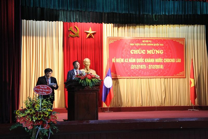 Phó Giám đốc Học viện Nguyễn Đăng Quế phát biểu chúc mừng