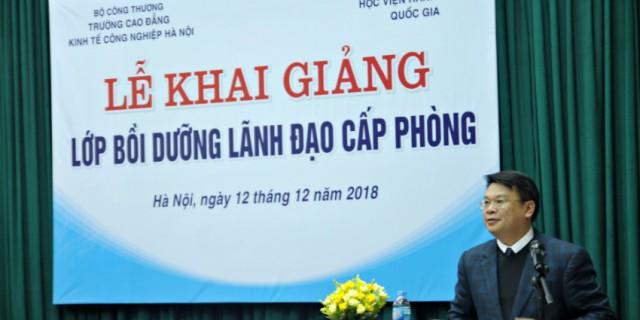 TS. Bùi Huy Tùng – Chánh Văn phòng, Phụ trách điều hành Quản lý bồi dưỡng, Học viện Hành chính Quốc gia phát biểu tại buổi lễ