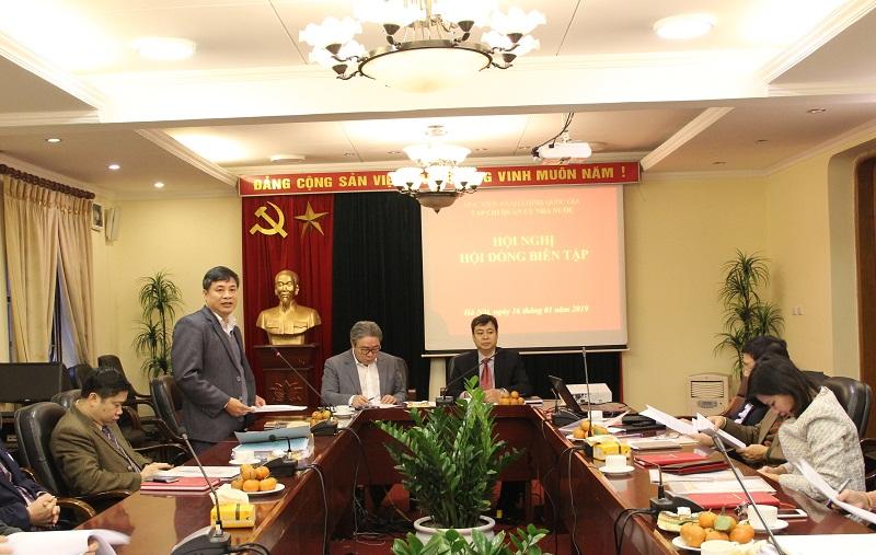 TS. Nguyễn Quang Vinh – Phó Tổng Biên tập Tạp chí QLNN giới thiệu đại biểu tham dự Hội nghị