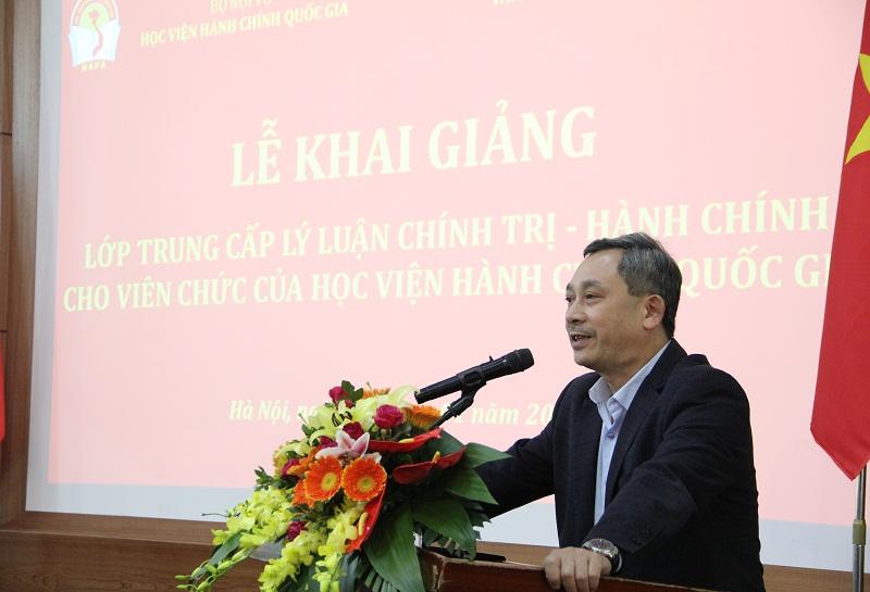 TS. Nguyễn Quang Hùng – Hiệu trưởng Trường cán bộ quản lý văn hóa, thể thao và du lịch phát biểu khai giảng Lớp bồi dưỡng