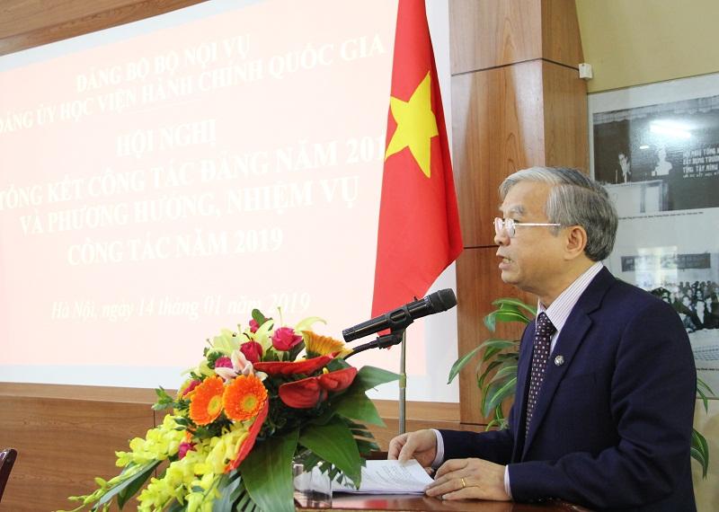 Đồng chí Vũ Thanh Xuân – Phó Bí thư Đảng ủy Học viện thay mặt Ban Chấp hành Đảng bộ Học viện trình bày Dự thảo Báo cáo tổng kết công tác Đảng năm 2018 và phương hướng, nhiệm vụ trọng tâm năm 2019