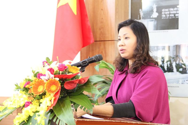 Đồng chí Nguyễn Thị Thu Vân thay mặt Ban Thường vụ Đảng ủy Học viện trình bày Báo cáo công tác kiểm tra, giám sát, kỷ luật Đảng