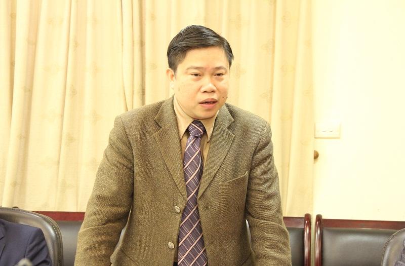 PGS.TS. Nguyễn Văn Hậu – Giám đốc Trung tâm Ngoại ngữ - Tin học và Thông tin - Thư viện nêu quan điểm tại Hội nghị