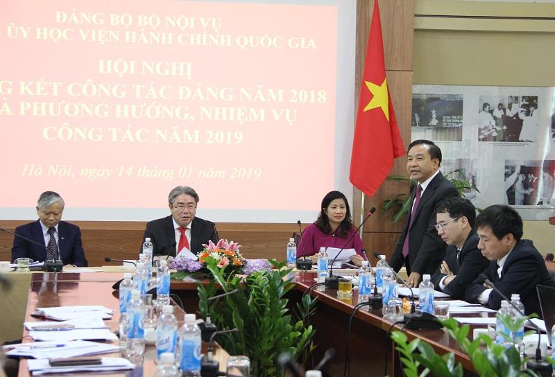 Đồng chí Nguyễn Đăng Quế - Ủy viên Ban Chấp hành Đảng bộ Học viện nhiệm kỳ 2015 – 2020, Phó Giám đốc Học viện phát biểu tại Hội nghị