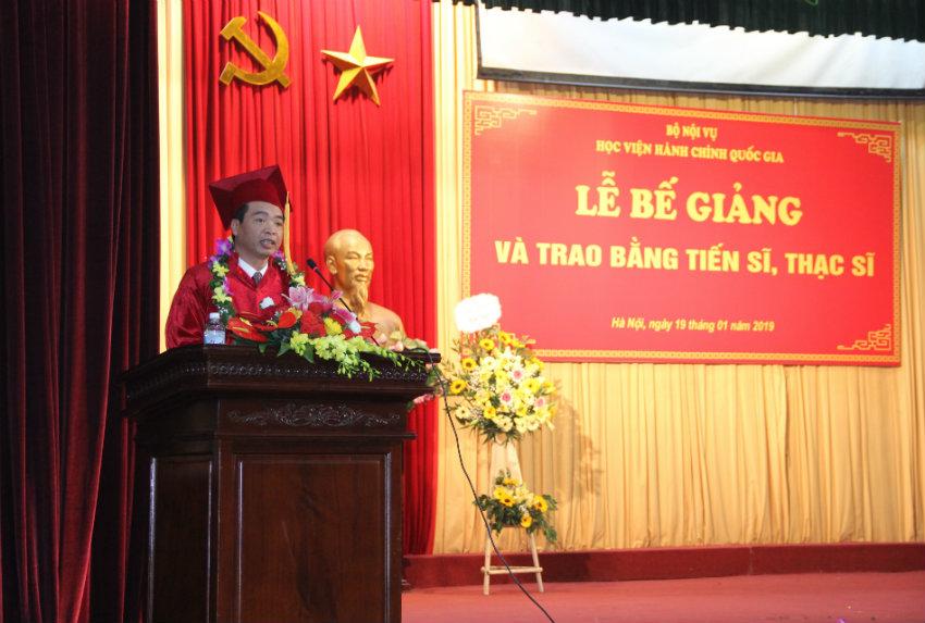 Đại diện tân tiến sĩ phát biểu cảm tưởng tại buổi lễ