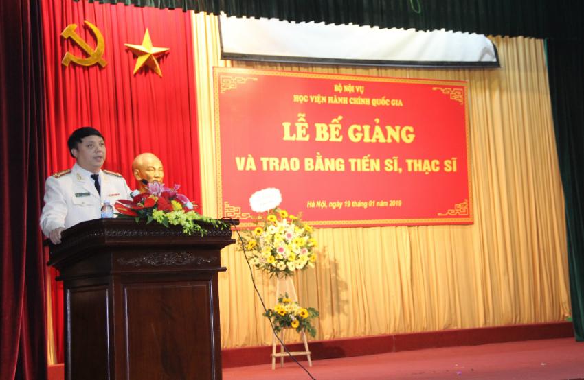 Đại diện tân thạc sĩ phát biểu tại buổi lễ