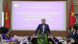 TS. Đặng Xuân Hoan phát biểu chúc mừng và giao nhiệm vụ cho các đồng chí được bổ nhiệm