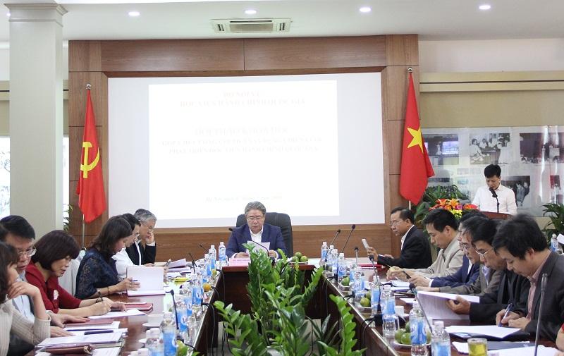 TS. Đặng Thành Lê – Viện trưởng Viện Nghiên cứu Khoa học Hành chính giới thiệu đại biểu tham dự Hội thảo