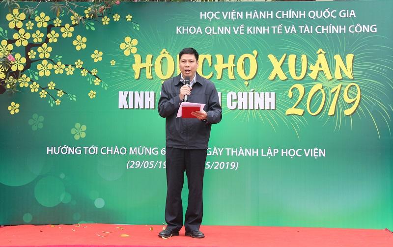 TS. Lê Toàn Thắng – Phó Trưởng Khoa QLNN về Kinh tế và Tài chính công phát biểu khai mạc Hội chợ
