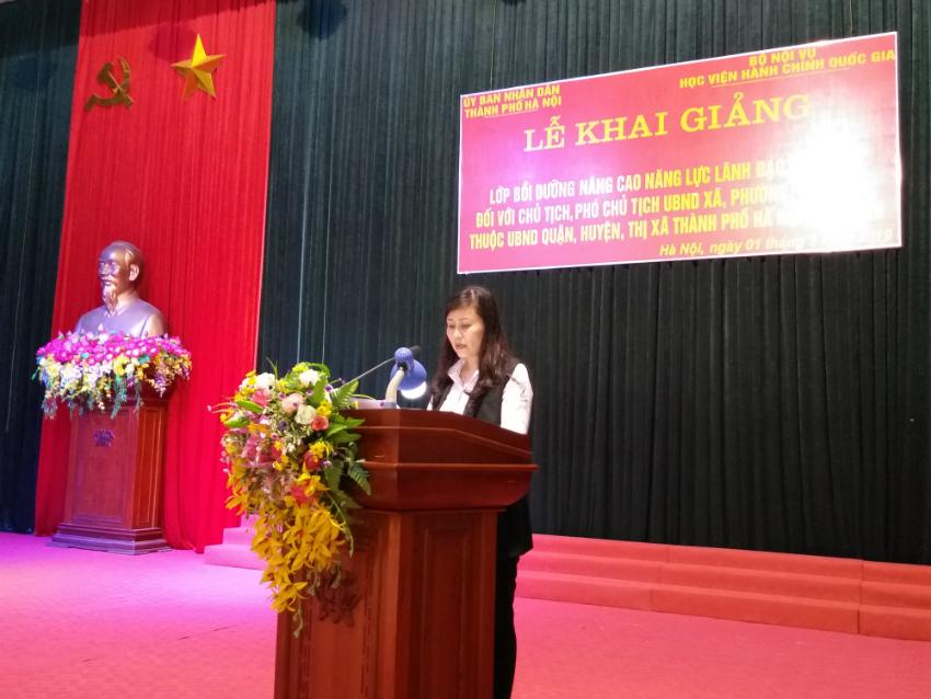 Đồng chí Lê Phương Thúy - Phó Trưởng ban, Ban Quản lý bồi dưỡng công bố các Quyết định tổ chức lớp, Quyết định chủ nhiệm lớp của Giám đốc Học viện