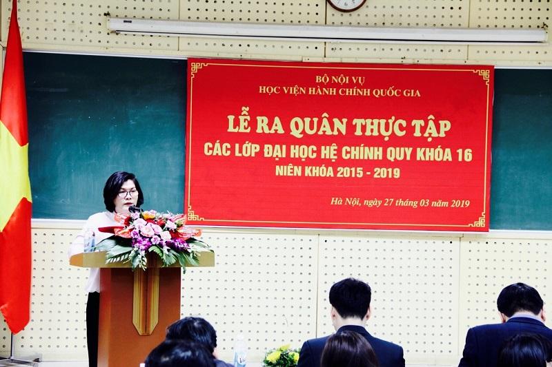 ThS. Phan Thị Thanh Hương - Phụ trách, điều hành Phòng Quản lý đào tạo và Phát triển nhân lực hành chính công bố các quyết định của Giám đốc Học viện về việc thành lập Ban Chỉ đạo thực tập và các đoàn thực tập