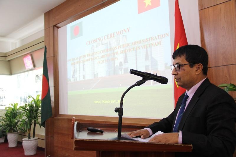 TS. Pear Mohammed – Thành viên Ban Lãnh đạo Học viện Hành chính công vụ Băng-la-đét phát biểu tại Lễ bế giảng khóa bồi dưỡng