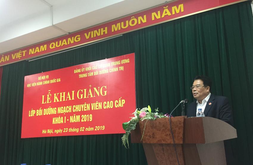 Ông Sơn Minh Thắng – Bí thư Đảng ủy Khối các cơ quan Trung ương phát biểu khai giảng