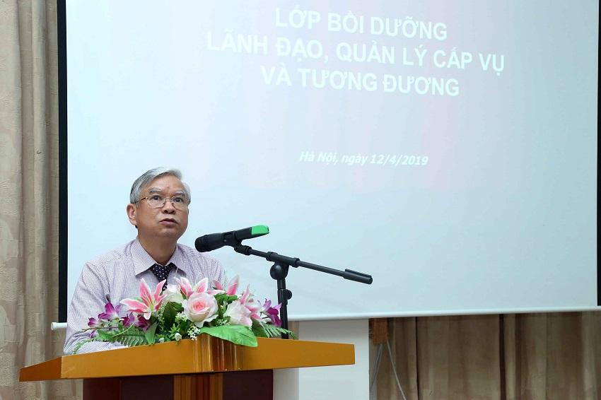 NGƯT.TS. Vũ Thanh Xuân - Phó Giám đốc Học viện Hành chính Quốc gia phát biểu khai giảng
