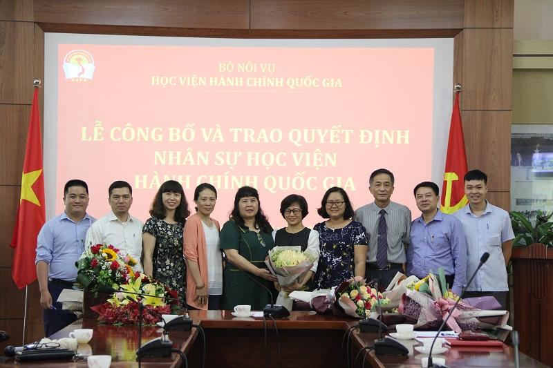 Các đơn vị, cá nhân chúc mừng TS. Tạ Thị Hương được bổ nhiệm làm Phó Trưởng Khoa QLNN về xã hội