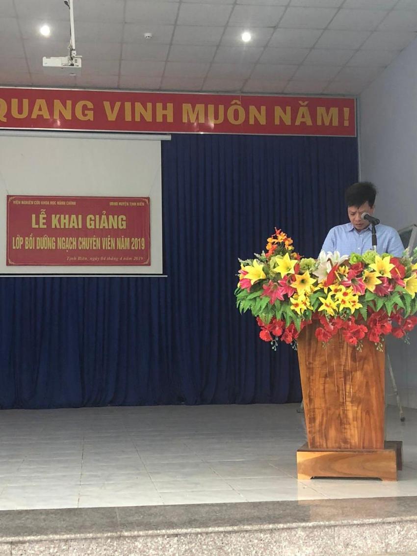 TS. Đặng Thành Lê, Viện trưởng Viện Nghiên cứu Khoa học hành chính phát biểu khai giảng lớp bồi dưỡng