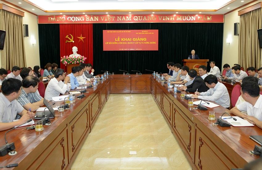 NGƯT.TS. Vũ Thanh Xuân - Phó Giám đốc Học viện Hành chính Quốc gia phát biểu khai giảng khóa học