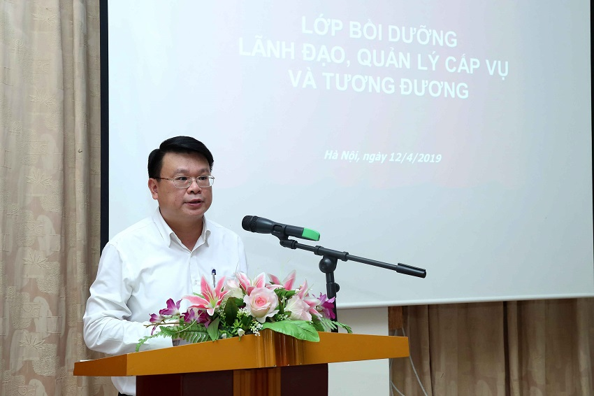 TS. Bùi Huy Tùng - Phụ trách điều hành, Ban Quản lý bồi dưỡng Học viện phát biểu tại buổi lễ