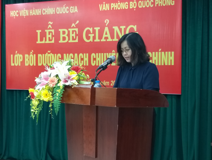 ThS. Vương Thanh Thủy - Q. Trưởng phòng, Ban Quản lý bồi dưỡng công bố các Quyết định cấp chứng chỉ của Giám đốc Học viện