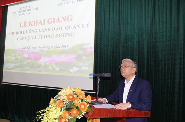 NGƯT. TS. Vũ Thanh Xuân - Phó Giám đốc Học viện Hành chính Quốc gia phát biểu tại Lễ khai giảng