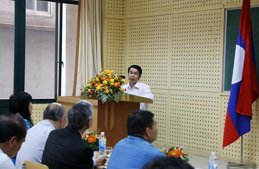 Học viên Chi-ta-son Su-li-vông, đại diện cho các học viên Lào phát biểu tại buổi lễ