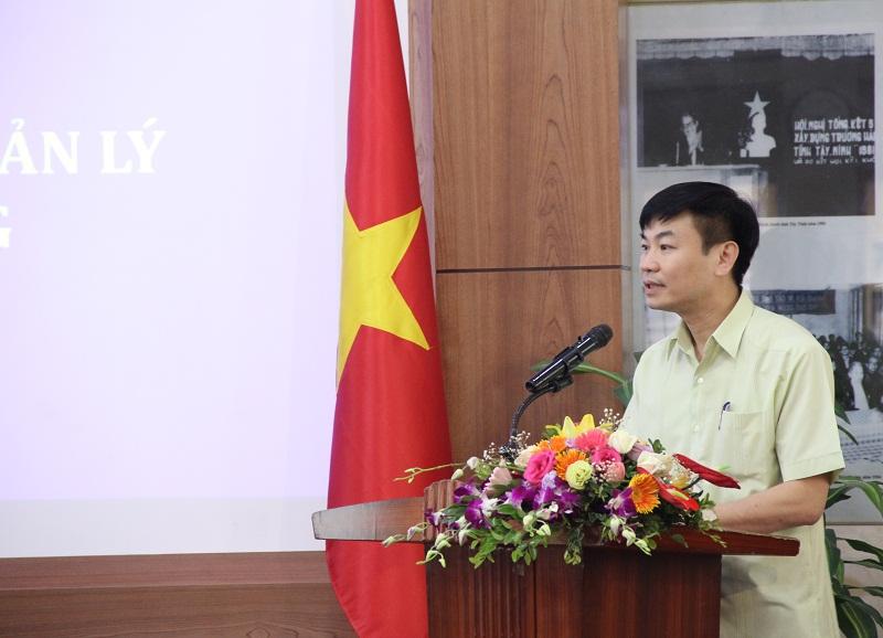 Học viên Trương Công Khải - Phó trưởng Ban phụ trách Ban quản lý Khu Đại học Nam Cao (Hà Nam) thay mặt các học viên phát biểu cảm ơn Ban Giám đốc Học viện đã quan tâm tổ chức Lớp bồi dưỡng lãnh đạo, quản lý cấp sở và tương đương