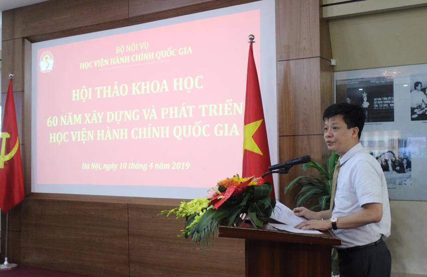 TS. Đặng Thành Lê - Viện trưởng Viện Nghiên cứu Khoa học hành chính tuyên bố lý do, giới thiệu đại biểu