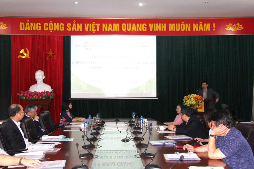 Đồng Chí Trương Thế Côn – Phó Giám đốc Học viện Tư pháp, phát biểu tiếp thu các ý kiến chỉ đạo khóa học