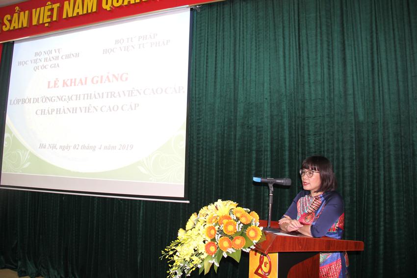 Đồng chí Đặng Hoàng Oanh, Thứ Trưởng Bộ Tư pháp phát biểu chỉ đạo khóa học