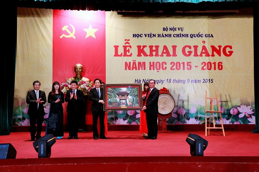 Đồng chí Lê Hồng Anh - Ủy viên Bộ Chính trị, Thường trực Ban Bí thư dự Khai giảng năm học mới 2015-2016