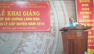 TS. Hà Quang Thanh - Phó Giám đốc thường trực Phân viện Học viện Hành chính Quốc gia tại TP. Hồ Chí Minh phát biểu tại buổi lễ