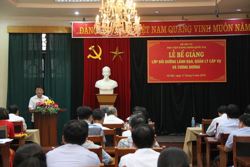 TS. Bùi Huy Tùng - Chánh Văn phòng Học viện, phụ trách, điều hành Ban Quản lý bồi dưỡng đã công bố các quyết định của Giám đốc Học viện về việc cấp chứng chỉ đối với các học viên