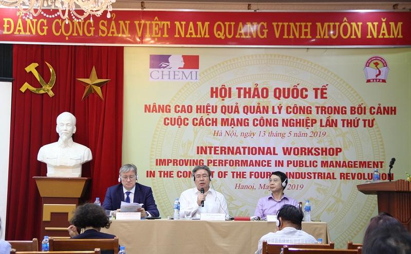 Đoàn Chủ tịch chủ trì Hội thảo