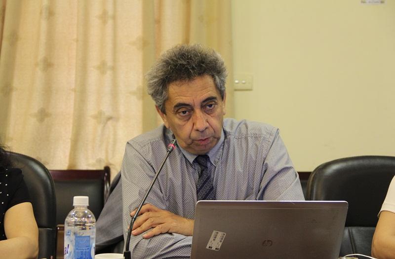 TS. Moktar Lamari - Giám đốc Trung tâm Phân tích và đánh giá chính sách, Trường Hành chính Quốc gia Québec (Ca-na-đa) chia sẻ kinh nghiệm xây dựng chương trình bồi dưỡng cấp thứ trưởng ở Ca-na-đa