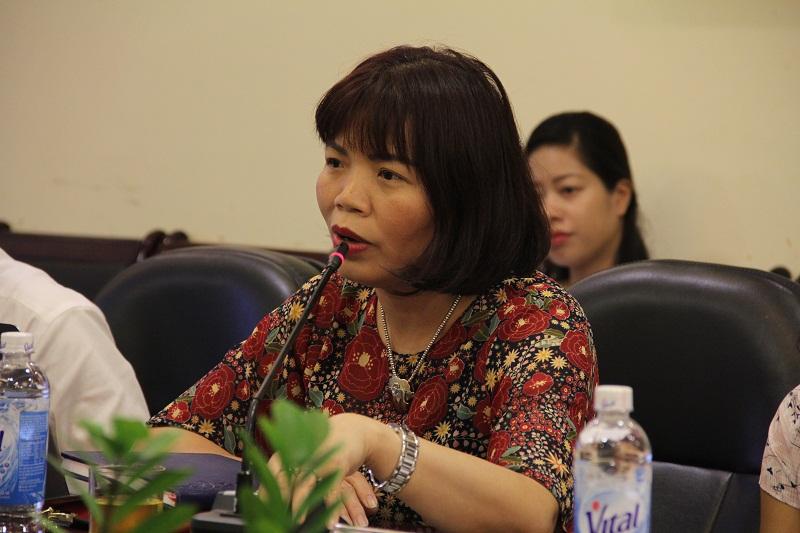 PGS.TS. Nguyễn Thị Hồng Hải – Trưởng Khoa Khoa học Hành chính và Tổ chức nhân sự trao đổi ý kiến tại Tọa đàm