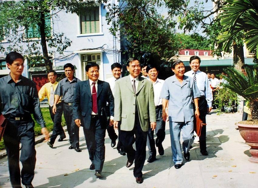Đồng chí Phan Văn Khải - Thủ tướng Chính phủ thăm và làm việc tại Học viện Hành chính Quốc gia, năm 2002