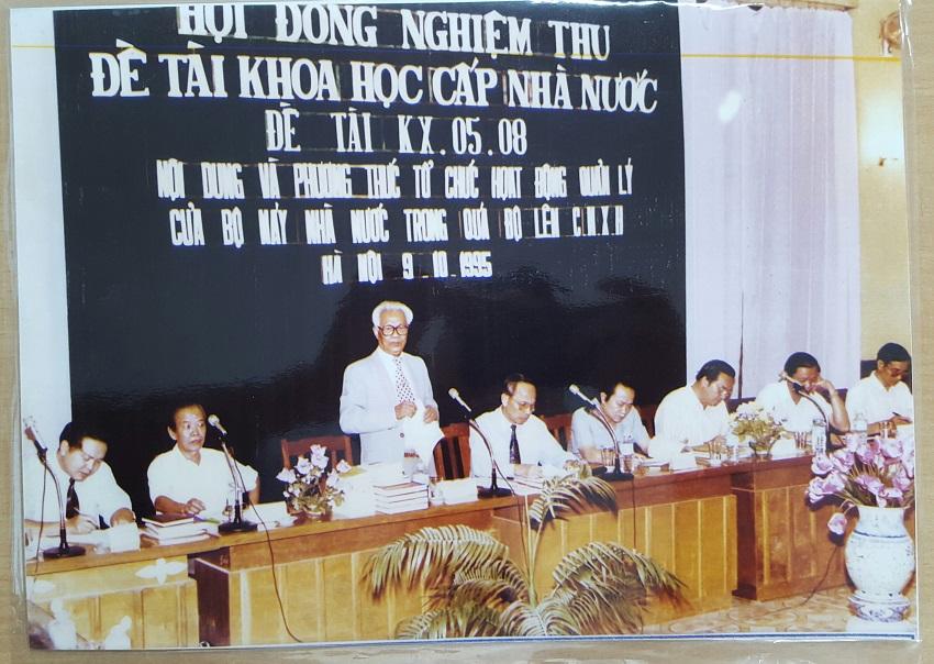 Giáo sư Đoàn Trọng Truyến chủ trì nghiệm thu Đề tài khoa học cấp nhà nước, năm 1995