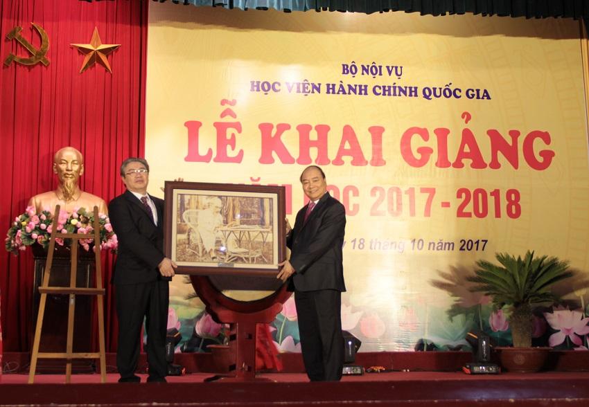Đồng chí Nguyễn Xuân Phúc - Thủ tướng Chính phủ dự Lễ khai giảng năm học 2017 - 2018