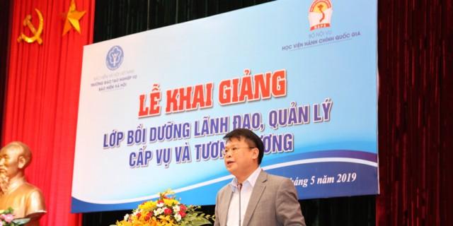 TS. Bùi Huy Tùng – Chánh Văn phòng – Phụ trách điều hành Ban Quản lý bồi dưỡng Học viện Hành chính Quốc gia phát biểu khai giảng lớp học