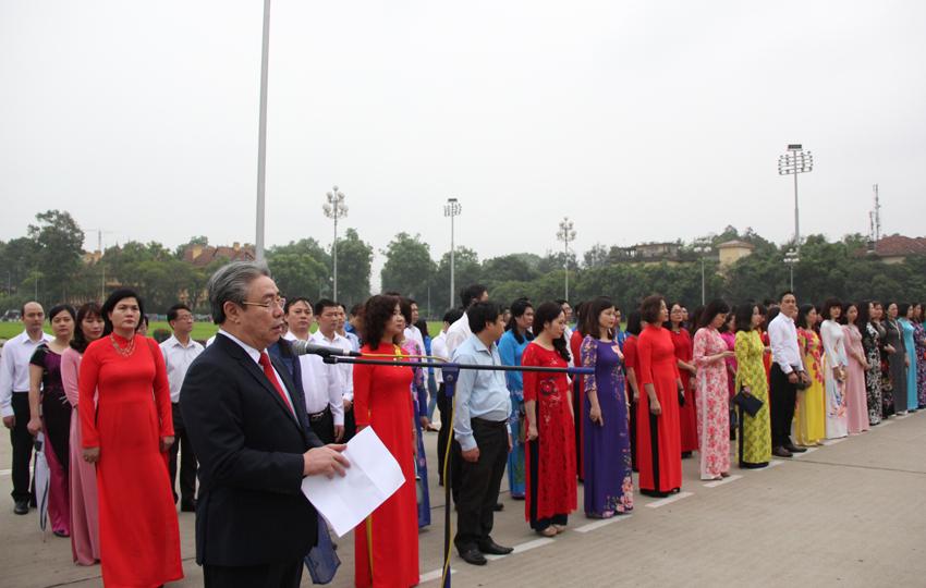 TS. Đặng Xuân Hoan – Bí thư Đảng ủy, Giám đốc Học viện đọc diễn văn báo công dâng Bác