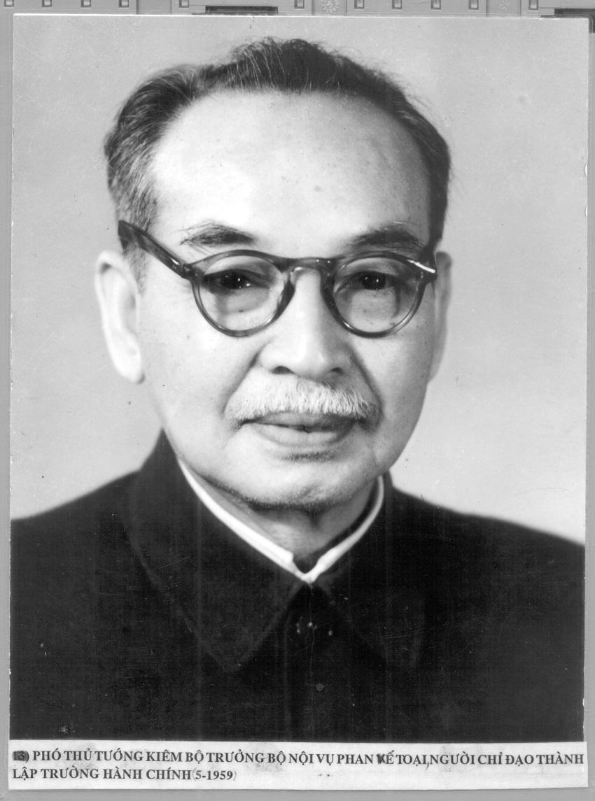 Phó Thủ tướng kiêm Bộ trưởng Bộ Nội vụ Phan Kế Toại, người chỉ đạo thành lập Trường Hành chính (tháng 5/1959)