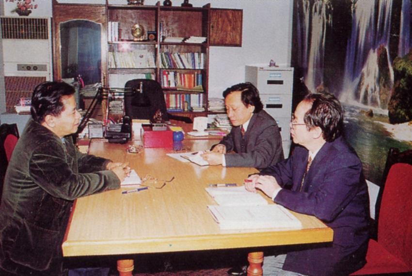 TS.Nguyễn Ngọc Hiến họp Ban Lãnh đạo Học viện, năm 2006