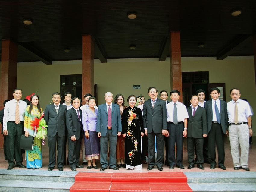 Đồng chí Nguyễn Thị Doan - Phó Chủ tịch nước thăm và làm việc tại Học viện Hành chính, năm 2008