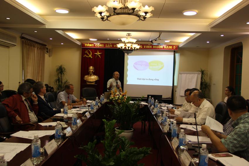 PGS. TS. Dương Văn Quảng, Nguyên Giám đốc Học viện Ngoại giao, Nguyên Trưởng phái đoàn đại diện Việt Nam bên cạnh UNESCO trình bày tham luận