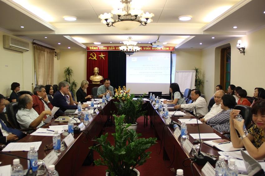 PGS.TS Nguyễn Quốc Sửu, Trưởng Khoa Nhà nước – Pháp luật và Lý luận Cơ sở trình bày tham luận