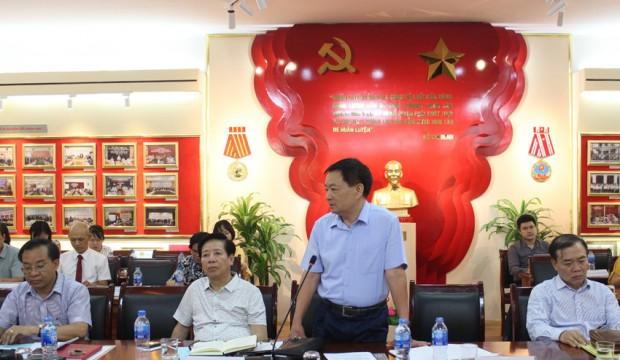 GS.TS. Nguyễn Đăng Thành - Nguyên Thứ trưởng Bộ Nội vụ, Nguyên Phó Giám đốc Học viện Chính trị - Hành chính Quốc gia Hồ Chí Minh, Nguyên Giám đốc Học viện Hành chính Quốc gia phát biểu ý kiến tại Hội thảo