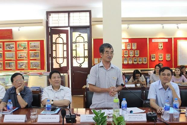 TS. Đinh Duy Hòa – Nguyên Vụ trưởng Vụ Cải cách hành chính, Bộ Nội vụ phát biểu ý kiến tại Hội thảo