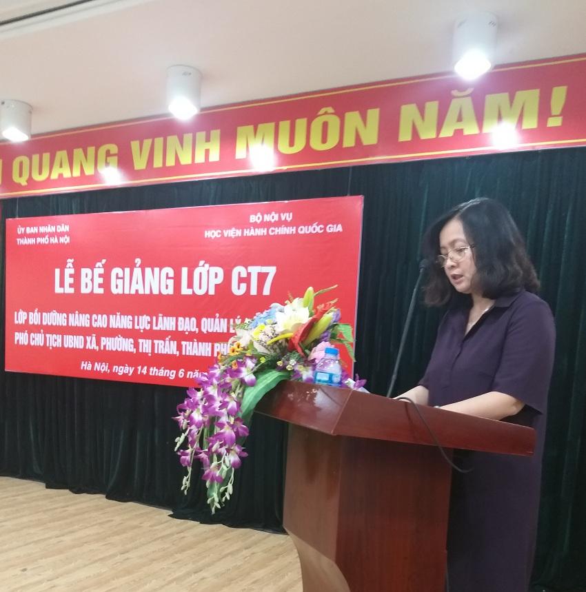 ThS. Vương Thanh Thủy, Quyền Trưởng phòng, Phòng QLBD theo ngạch và vị trí việc làm đọc báo cáo tổng kết khóa học